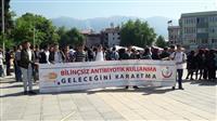 İlçe Kaymakamı İskender YÖNDEN, İlçe Belediye Başkanı Yener ACAR ve kurum amirleri ile AİK-İK ekibimiz pankartımızla birlikte
