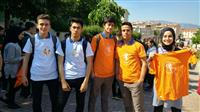 Öğrenciler AİK temalı tişörtlerimizi giyerek yürüyüşe katıldı