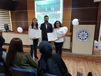 Hemşire Necla YILDIZ ve Hemşire Edibe AŞIK'ın başarılı sunumlarıdan dolayı Uludağ Üniversitesi İnegöl Meslek Yüksek Okulu tarafınca Teşekkür Belgesi takdim edildi.