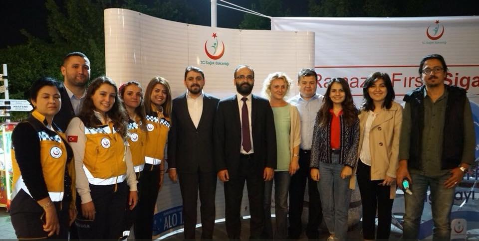 """Sağlığın Geliştirilmesi Genel Müdürü İbrahim Barbaros Akçakaya  """"Yaşama Yol Ver!"""" Ekibini standlarında ziyaret etti."""