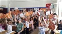 Öğrenciler AİK tasarımlı karne zarflarımızla karnelerini aldılar.