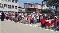 Kestel Atatürk İlkokulu öğrencileri AİK tasarımlı karne zarfları ile karnelerini aldılar.