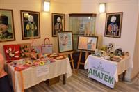 Bursa Devlet Hastanesi Ovaakça Amatem Polikliniği'nde tedavi gören bağımlı hastaların yaptıkları el emeklerinden oluşan ürünler sergilendi.