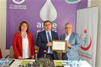 Dr. Özcan AKAN su firmasına Teşekkür Belgesini takdim etti.