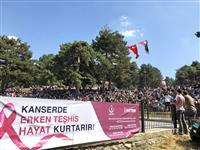 Halk konserinde, sunucu ve sanatçılar tarafından gerçekleştirilen anonslar ile vatandaşlar ücretsiz kanser taramalarını yaptırmak amacı ile KETEM'lere davet edildi.