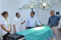 Dr. Akan Ağız ve Diş Hastanesinin yeni klinikleri hakkında bilgi alırken
