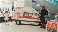 Ambulansın önünde fotoğraf çekildiler