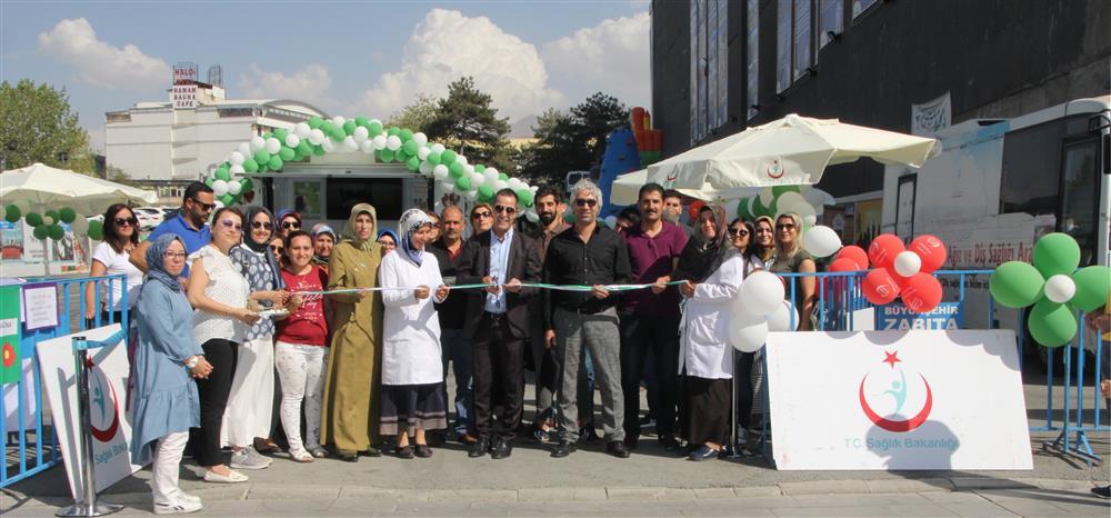 Van İl Sağlık Müdürlüğü tarafından 3-9 Eylül Halk Sağlığı Haftası kapsamında kentte etkinlik düzenlendi.