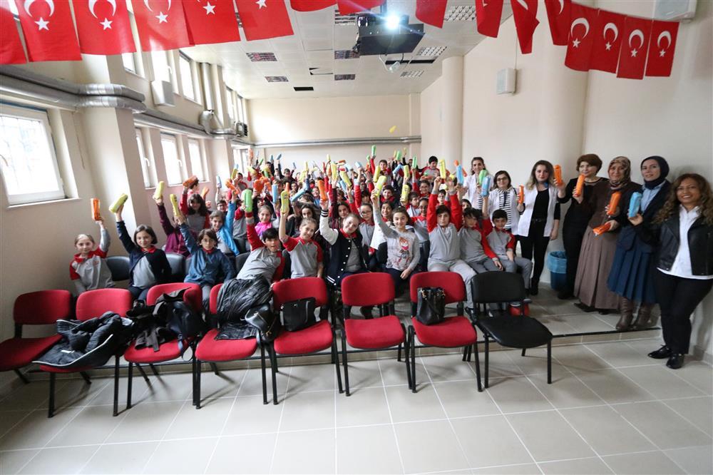 """Rize'de, öğrencilere """"Sağlığım İçin"""" not defteri dağıtılıyor"""