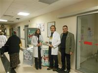 Hemşire Kübra KARA, Dr. Sunay İMAMOĞLU, Personel Şefi Kadir AKLAN Keles 1 No'lu ASM girişi