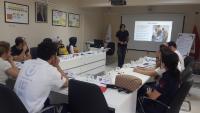 Simülasyon Eğitimi öncesinde personele Acil Olgu Yönetimi hakkında bilgi verilmektedir