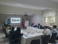 Simülasyon Eğitimi öncesinde personele Acil Olgu Yönetimi hakkında bilgi verilmektedir.