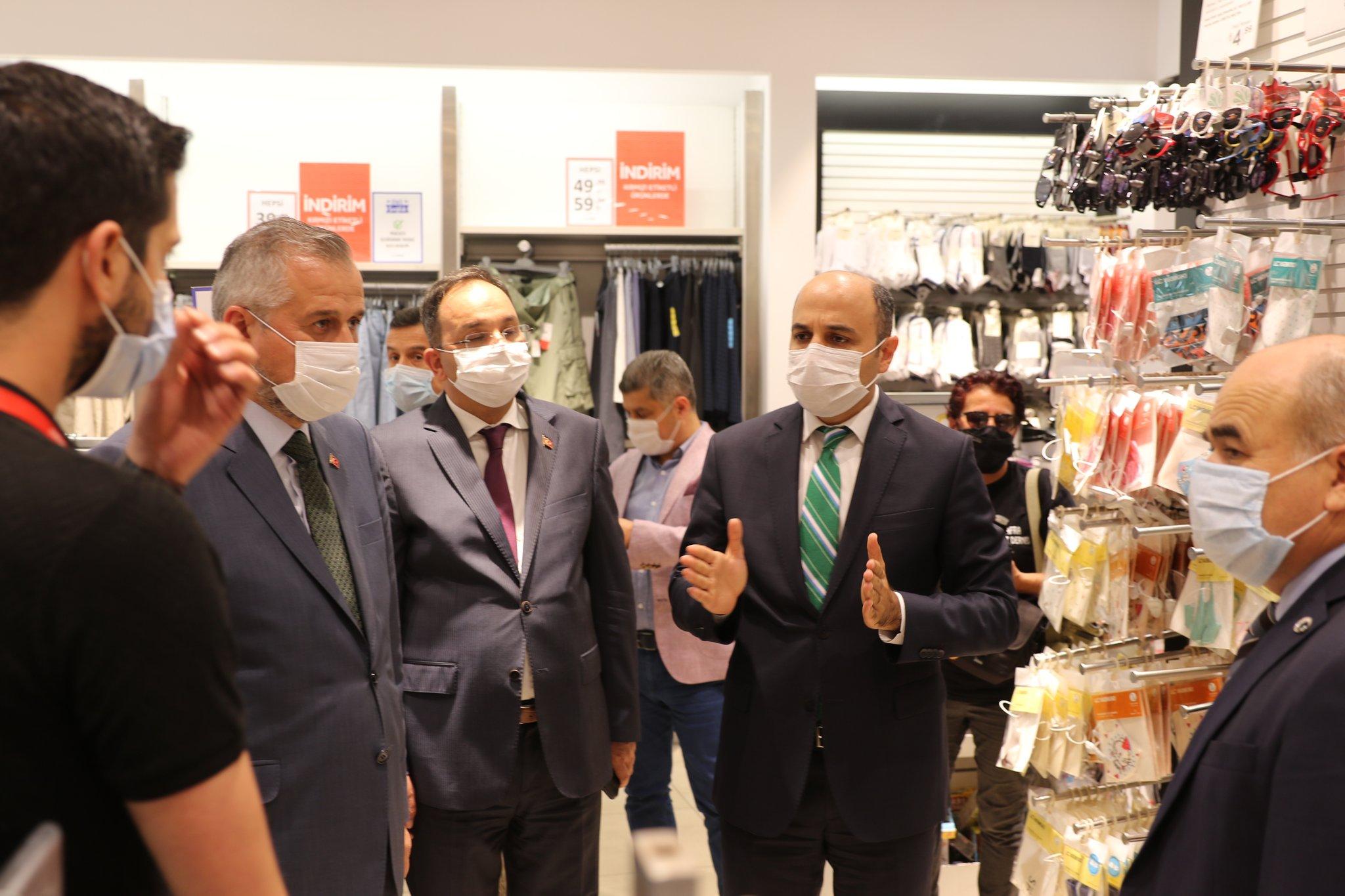 Bafra Atatürk Bulvarında Vatandaş ve Esnaflara Maske ve Mesafe Uyarılarında Bulunuldu