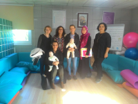 Katılımcılar gebe bilgilendirme sınıfında gebelere bilgiler verdiler.