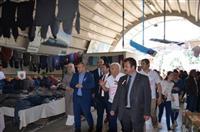 Yaymacılar Odası Başkanı Fahrettin Tüccaroğlu İl Sağlık Müdür Yardımcılarımıza pazarı gezdiriyor.