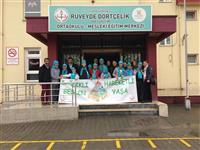 Rüveyde Dörtçelik Özel Eğitim Ortaokulu-Mesleki Eğitim Merkezi öğrencileri ile birlikte hatıra fotoğrafı