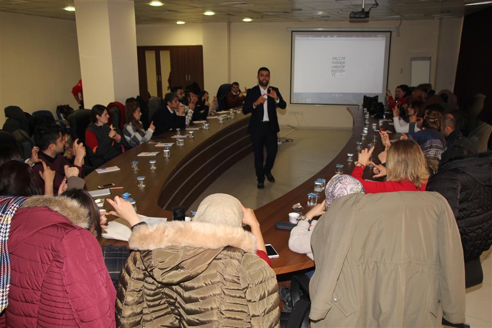 Hasta Hakları Birim Sorumlularına Yönelik İşaret Dili Eğitim (1).JPG