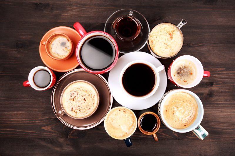 Gece yatmadan önce kafeinli içecekler tüketmeyin. Kahve, çay ve enerji içecekleri uyku kalitenizi bozabilir.