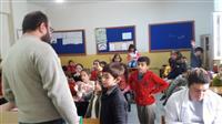 Okulda tarama öncesi  Ağız Diş Sağlığı ve tarama ile ilgili eğitim veriyor.
