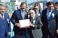 Konuşmaların ardından Başbakan Yardımcısı ÇAVUŞOĞLU, hayırsever işadamı Abdulhalim ALTINOLUK ile birlikte sağlık merkezinin temeline ilk betonun dökülmesi için düğmeye bastı.
