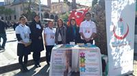 """""""2 Nisan Dünya Otizm Farkındalık Günü""""nde Halk Sağlığı Hizmetleri Başkanı Dr. Esma KUZHAN, Halk Sağlığı Hizmetleri Başkan Yardımcısı Fikret MUTİ, Halk Sağlığı Hizmetleri Başkan Yardımcısı Dr.Yasemin BAŞ'ın katılımıyla stant çalışması yapıldı."""