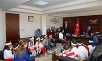 Anasınıfı öğrencileri 'Sağlık haftası kapsamında İl Sağlık Müdürümüz Dr. Özcan Akan'ı makamında ziyaret etti