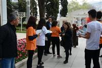 """Öğrencilerimiz ile Osmangazi-Orhangazi Türbelerine gelen ziyaretçilerimize """"Bilinçsiz Antibiyotik Kullanma Geleceğini Karartma'' etkinliği gerçekleştirdi."""