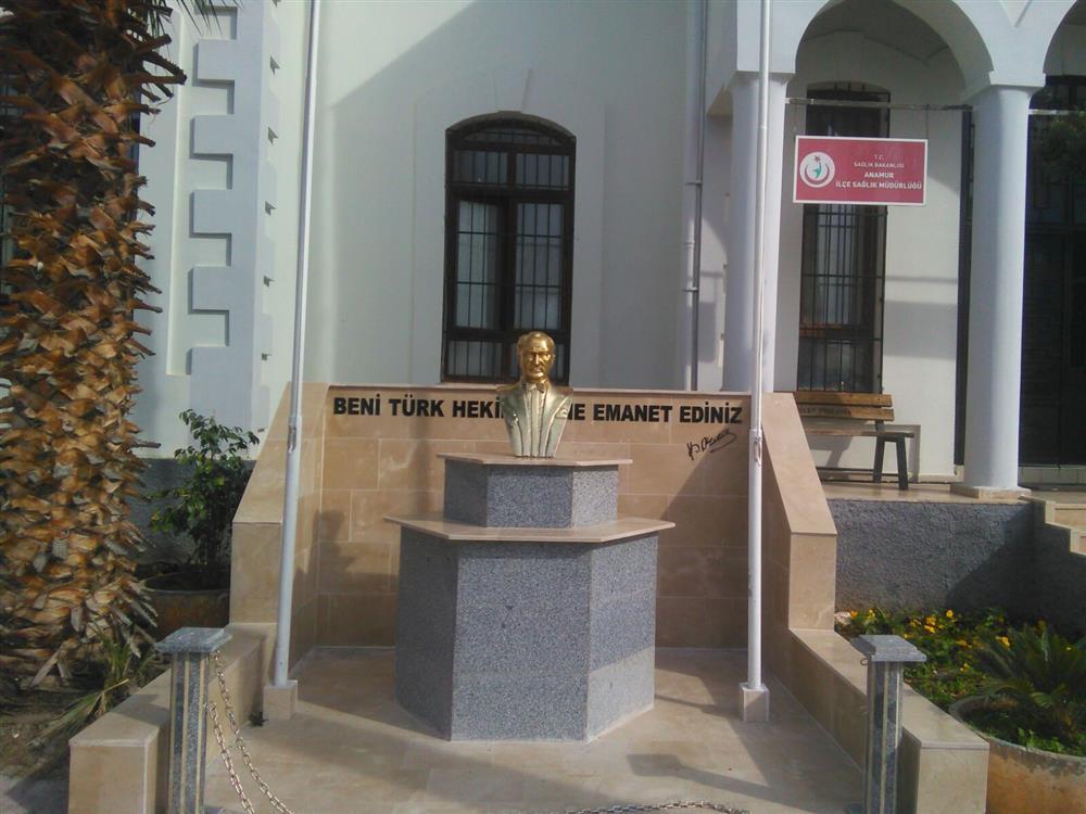 Anamur İlçe Sağlık Müdürlüğü Önündeki Atatürk Büstü Yenilenmiştir
