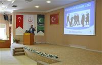 Yeşilay Genel Başkan Yardımcısı Dr. Mehmet Dinç, katılımcılara teknoloji bağımlılığı konusunda çeşitli bilgiler aktardı